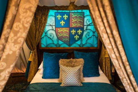 SLEEP LIKE ROYALTY AT WARWICK CASTLE